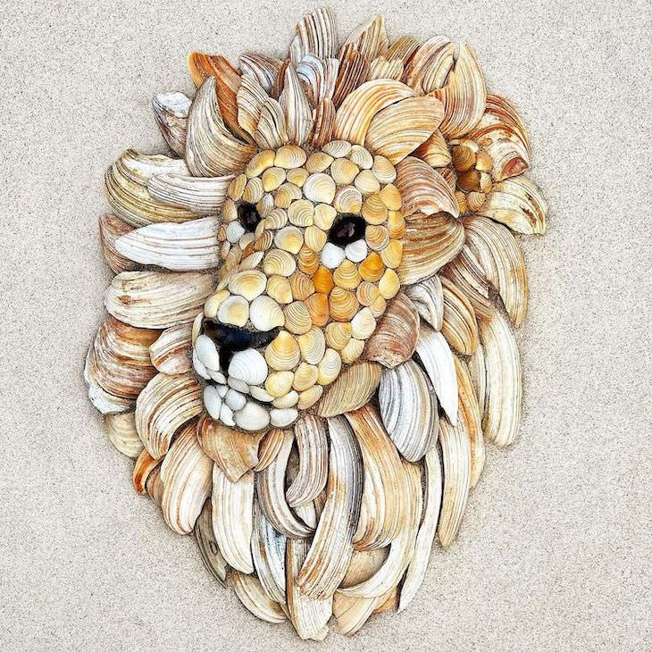 Lovely Animal Sculptures Made of Seashells lion