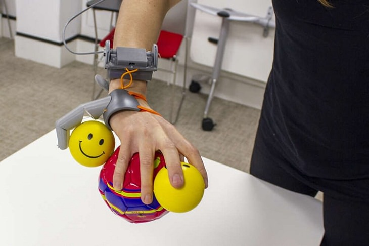"Robotic ""Third Thumb"","