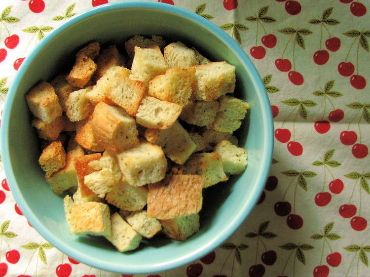 How to Reuse Food Scraps croutons