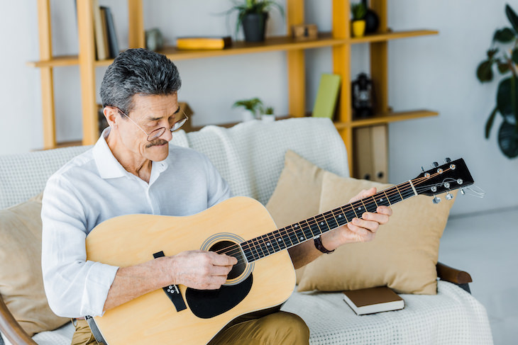 Link Between Excessive TV Watching & Cognitive Decline man playing guitar