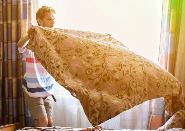 5 Healthy Monday Morning Habits To Adopt man making bed