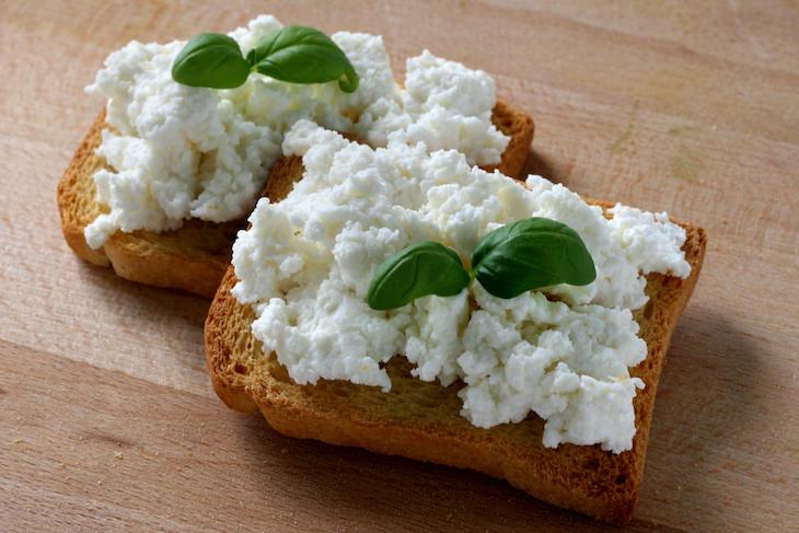 Qué Comer y Beber Cuando Estás Deshidratado Requesón o queso cottage
