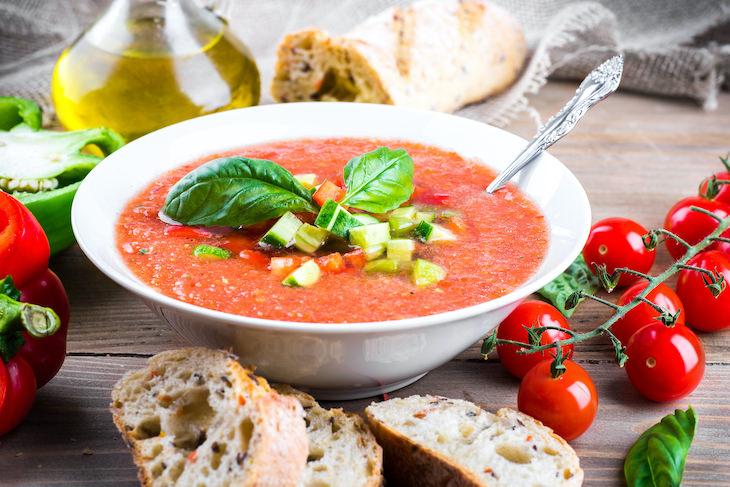 Qué Comer y Beber Cuando Estás Deshidratado gazpacho