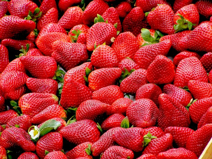 Fruits and Vegetables to Buy Organic Strawberries