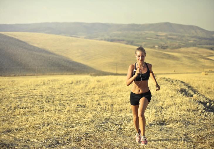 Exercising in the Summer Heat running in the desert