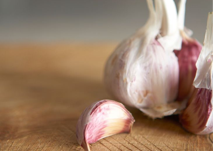 Unexpected Ways to Use Spices Outside the Kitchen garlic