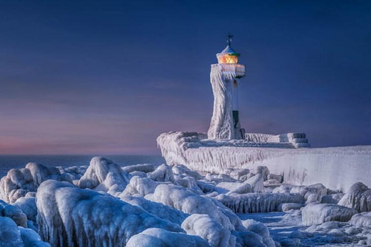 "2021 CEWE Awards ""Frozen Lighthouse"" byManfred Voss"