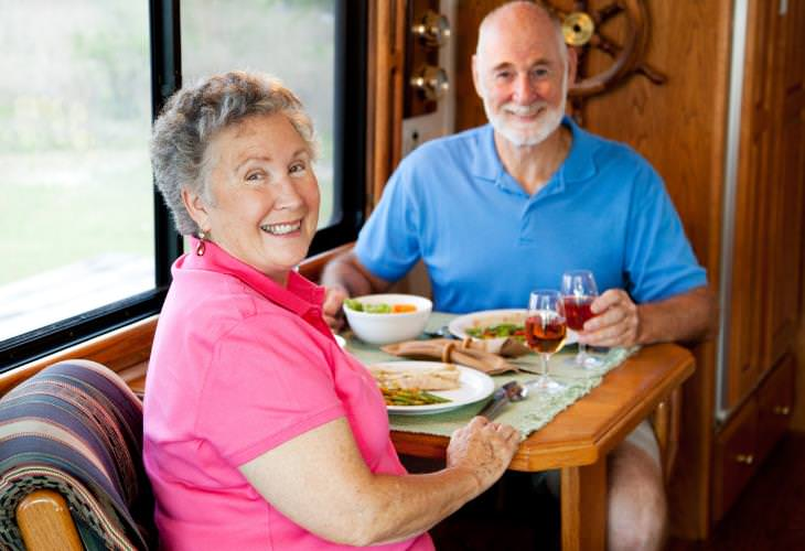 Discounts and benefits for seniors, Dining