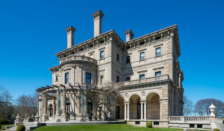 10 Grand & Beautiful Historic Homes in the US The Breakers (Newport, Rhode Island)
