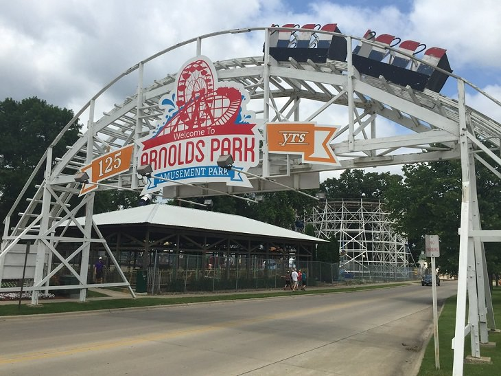 10 Oldest Amusement Parks in the USA