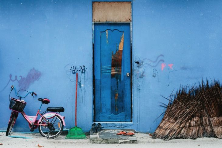 India in Pictures, blue building