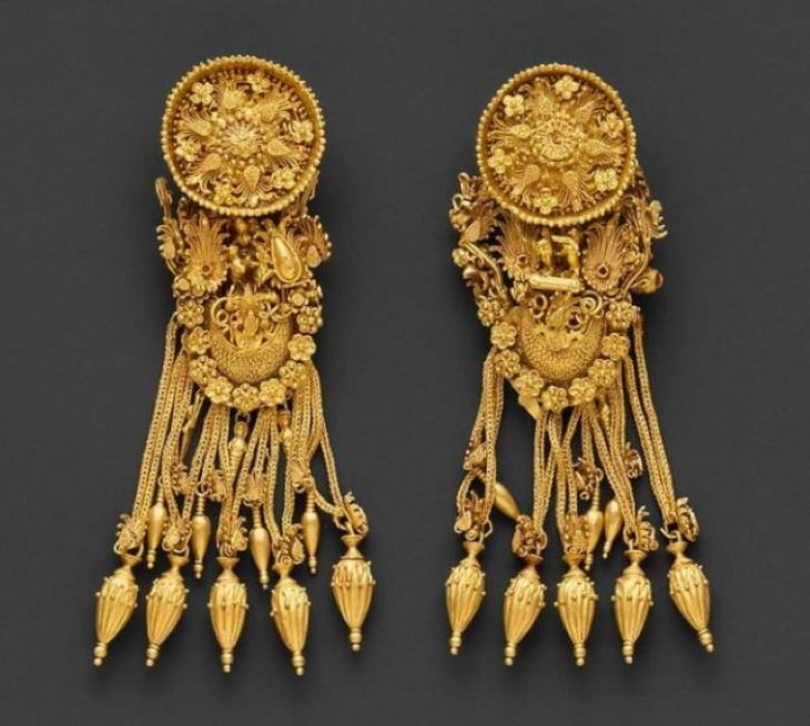 Well Preserved Antique Artifacts gold earrings