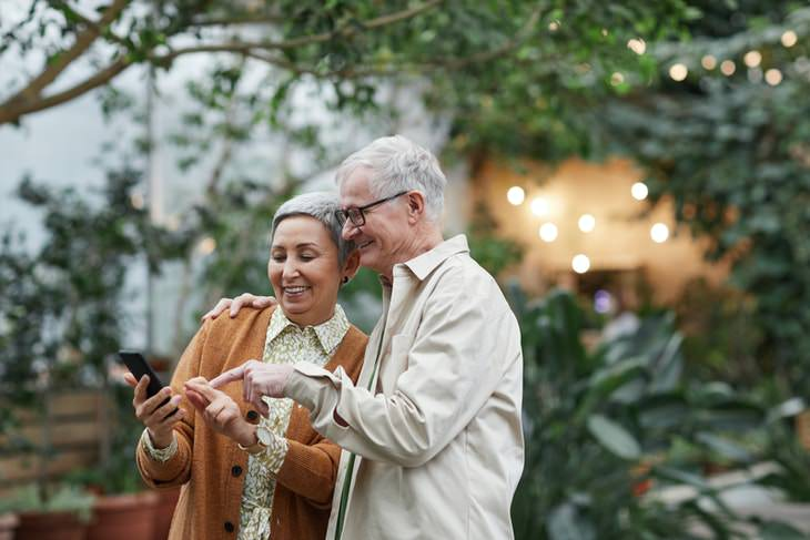 Intestinal Gas Pain Home Remedies seniors spending time together