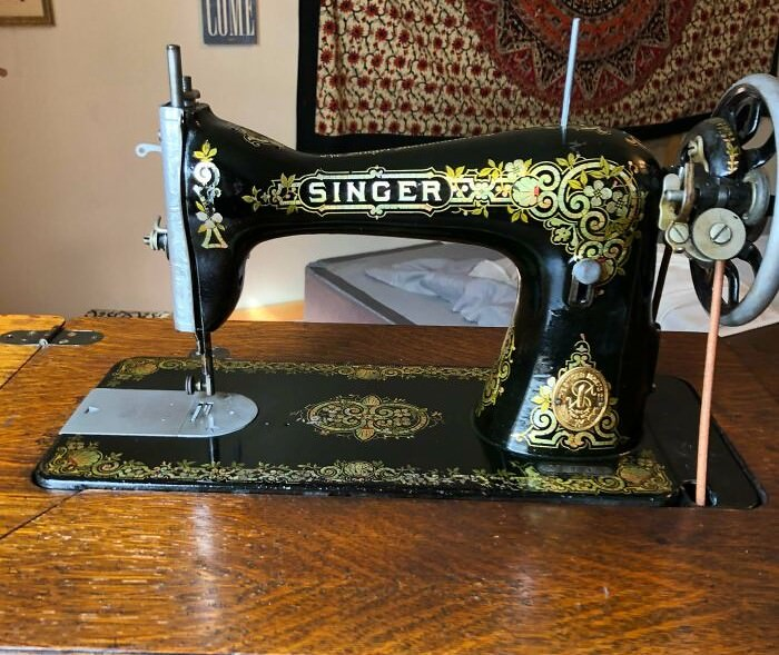 Singer sewing machine from 1916