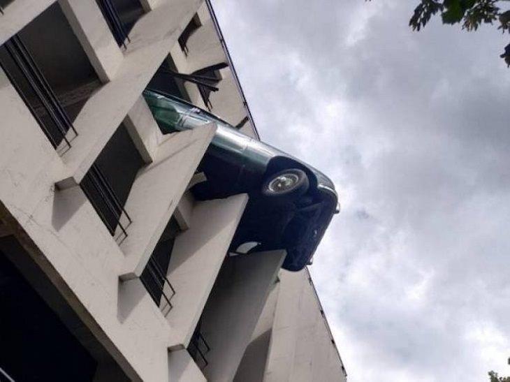 Car Driving Fails, meeting