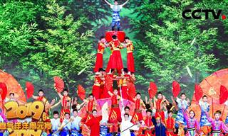 Incredible Performance of Chinese Acrobat Troupe