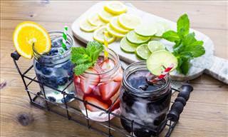 5 Detoxifying Fruit-Water Recipes