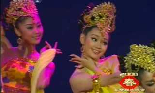This Beautiful Chinese Dance is Full of Grace...