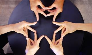 Finger Kaleidoscope - Incredible Synchronized Performance