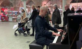 Disguised Professional Pianist Amazes Mall-Goers