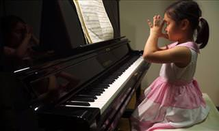 Anke Chen Plays the Piano