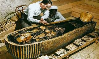 Wonderful Recolored Photos of Tutankhamun's Tomb