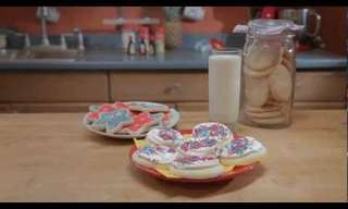 Holiday Baking - How to Make Delicious Sugar Cookies!