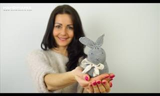 Everyone Can Make This Cute'n'Easy DIY Sock Bunny!