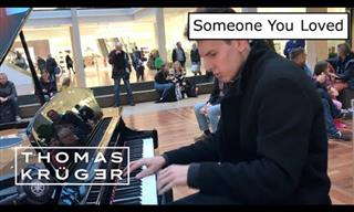 He Plays Piano at the Mall and Leaves People Mesmerized