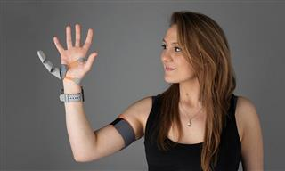 """This Robotic """"Third Thumb"""" Can Be Controlled By Your Brain"""