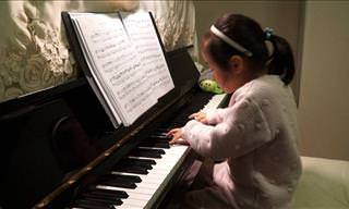 This Adorable 5 Year Old Plays the Piano Like a Virtuoso