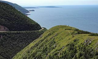 Take In the Beauty of This Coastal Road In Nova Scotia