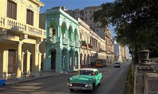 Take an Unforgettable Stroll Through the Streets of Havana